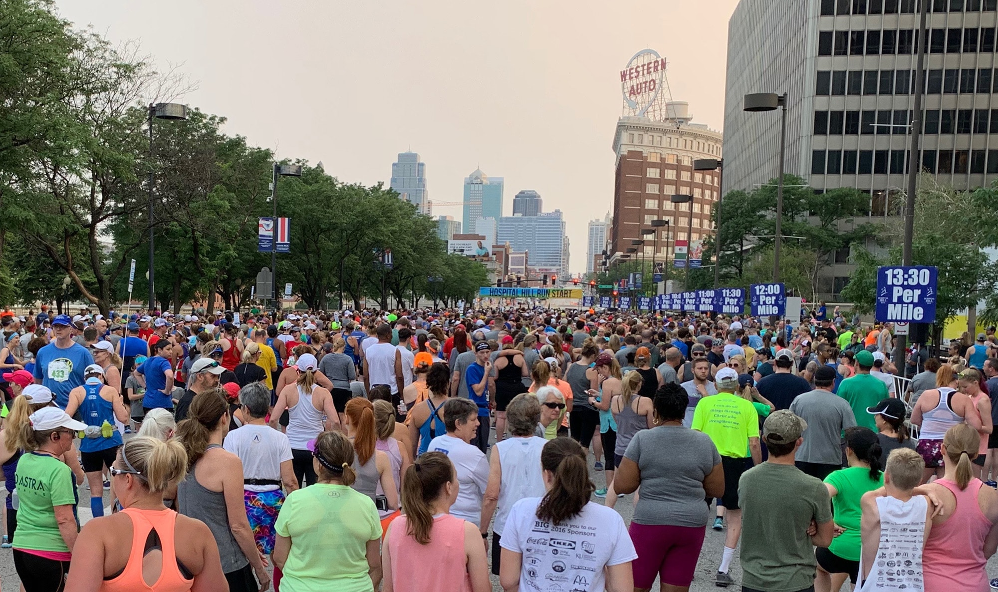 kansas-city-group-run-the-starting-line-of-a-large-marathon-race